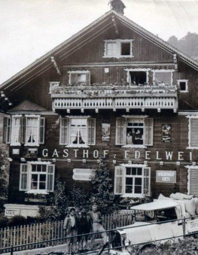 Lieferung vor Restaurant Edelweiss in Triesenberg